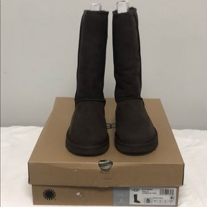 UGG- Classic Tall II, Authentic